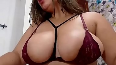 Horny Plumper Whore Orgasming On Web Cam