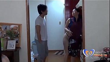 Japanese Housewife can'_t do her homework [vidz.vintagepornbay.com]