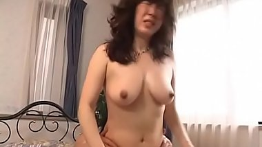 Gorgeous mature babe rides a hot tongue with hirsute cunt
