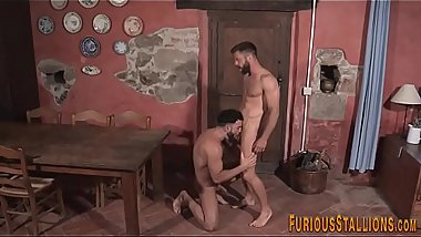 Muscled hung bear cums