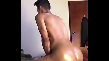 Sexy Dude Works Out His Ass On A Thick Dildo ( Camguysworld.com )