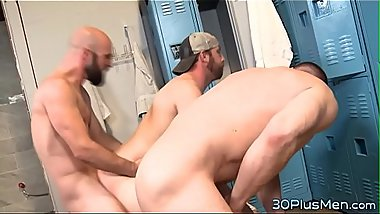 Gay dude banged in 3way