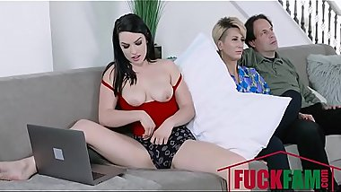 Raven Reign In Stepdaughter Does It For The Cam