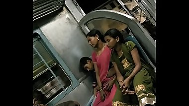 desi real aunty navel hip show in train