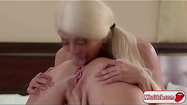 Latina Luna and Zoey enjoys squirting