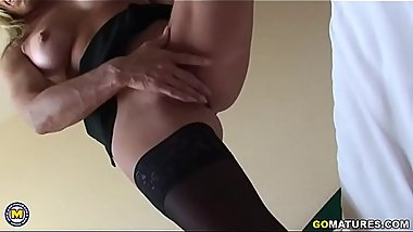 Spanish housewife Carmen fingering herself